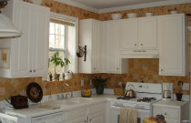 Ideas for Decorating the Tops of Kitchen Cabinets