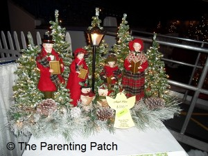 Carolers by Lamppost Christmas Table Decoration