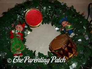 Making a Musical Christmas Wreath 1