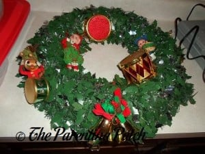 Making a Musical Christmas Wreath 2