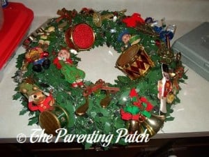 Making a Musical Christmas Wreath 5