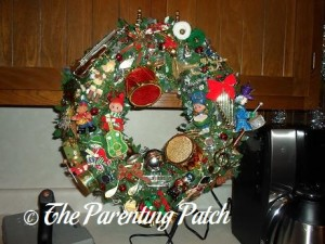 Making a Musical Christmas Wreath 7