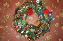 Making a Musical Christmas Wreath: Wordless Wednesday (Day 4 of 25 Days of Christmas)