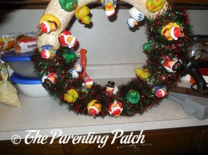 Wrapping the Christmas Garland Around the Wreath 2