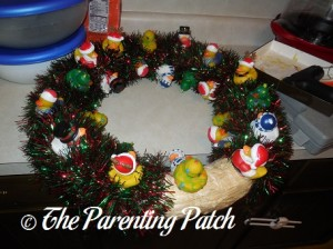 Wrapping the Christmas Garland Around the Wreath 3