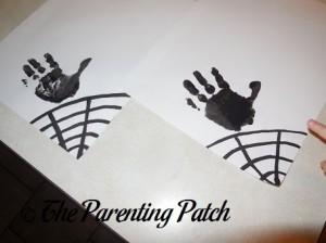 Making Black Spider Handprints