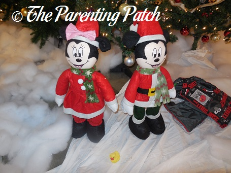 The Duck and the Christmas Mickey and Minnie