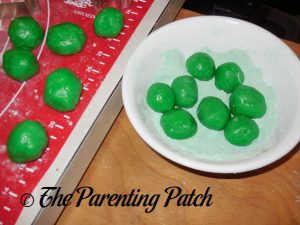 Green Powdered Sugar for Grinch Cookies