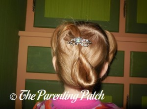 Poppy Wearing the Divinely Framed Jewel Flexi Hair Clip 1