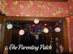 Hanging the Shape Ornaments Christmas Garland 2