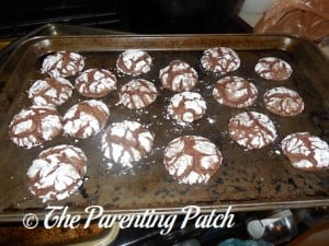 Allowing the Chocolate Cake Crinkles to Cool