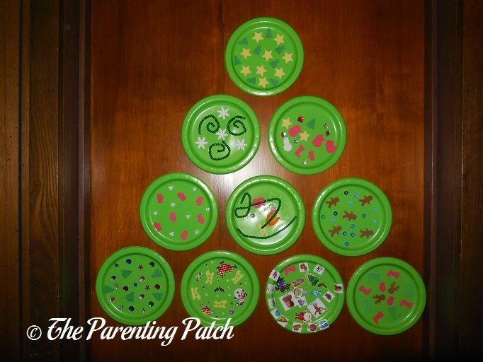 Paper Plate Wall Christmas Tree