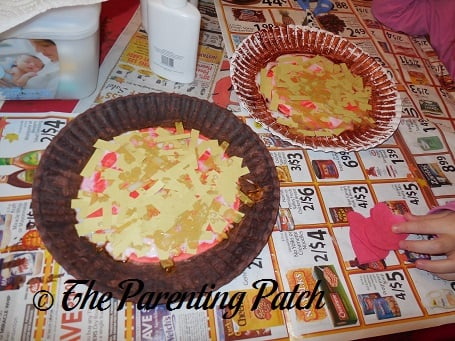 ... Yellow Paper Cheese Strips on the Paper Plate Pizza & Youu0027re the Pepperoni in My Pizzau0027 Valentineu0027s Day Craft | Parenting ...