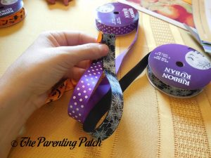 Forming Accordion Loops with Halloween Ribbon