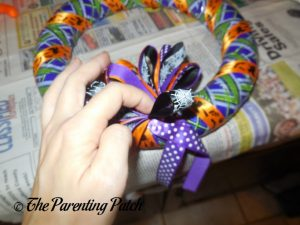 Fluffing Loops on Ribbon Bow on Duct Tape Halloween Wreath Craft
