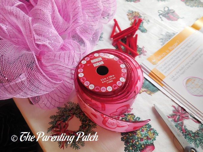 Deco Mesh Valentine\'s Day Wreath Craft | Parenting Patch