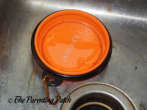 Honniee Collapsible Dog Bowl in Sink