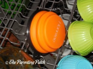 Honniee Collapsible Dog Bowl in Dishwasher