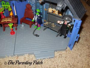Details of the PLAYMOBIL Take Along Haunted House