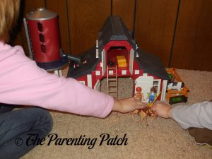 Playing with the PLAYMOBIL Barn with Silo 3