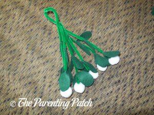 Hanger for Felt Mistletoe Craft
