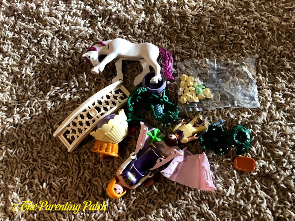 Assembling the PLAYMOBIL Princess Unicorn Carry Case 2
