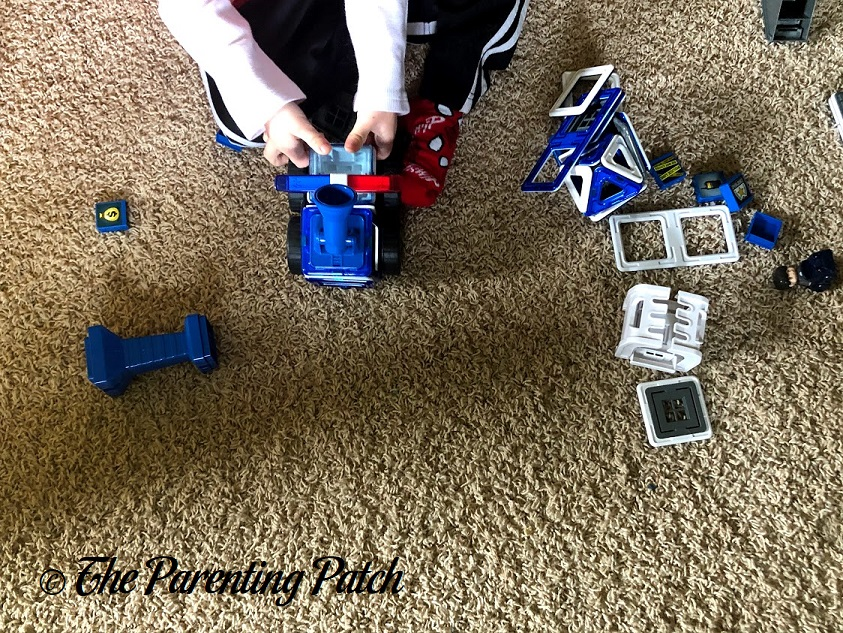Imaginative Play with the Magformers AMAZING Police Set