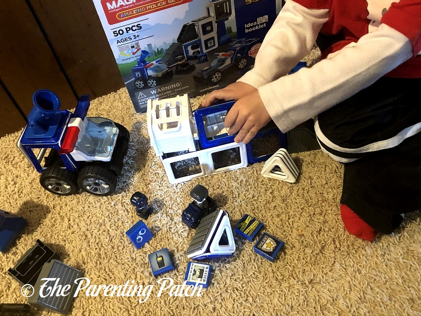 Building with the Magformers AMAZING Police Set